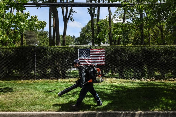 city-of-oakland-bans-gas-powered-leaf-blowers