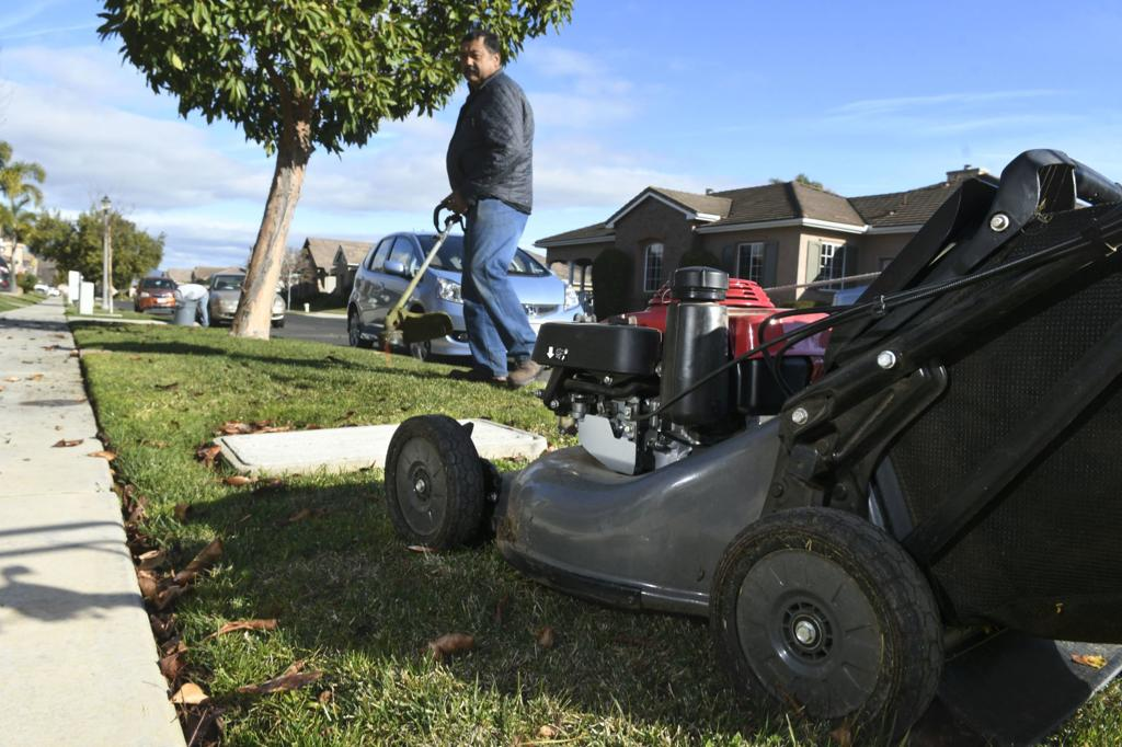 california-ab1346-bans-sale-of-gas-powered-equipment-in-2024